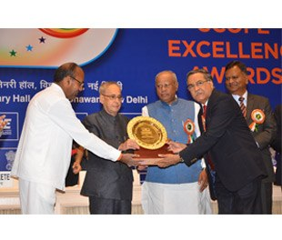 Mr. S Varadarajan, BPCL C&MD receives SCOPE EXCELLENCE AWARD from H.E President of India